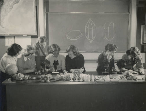 Bryn Mawr College students in geology lab